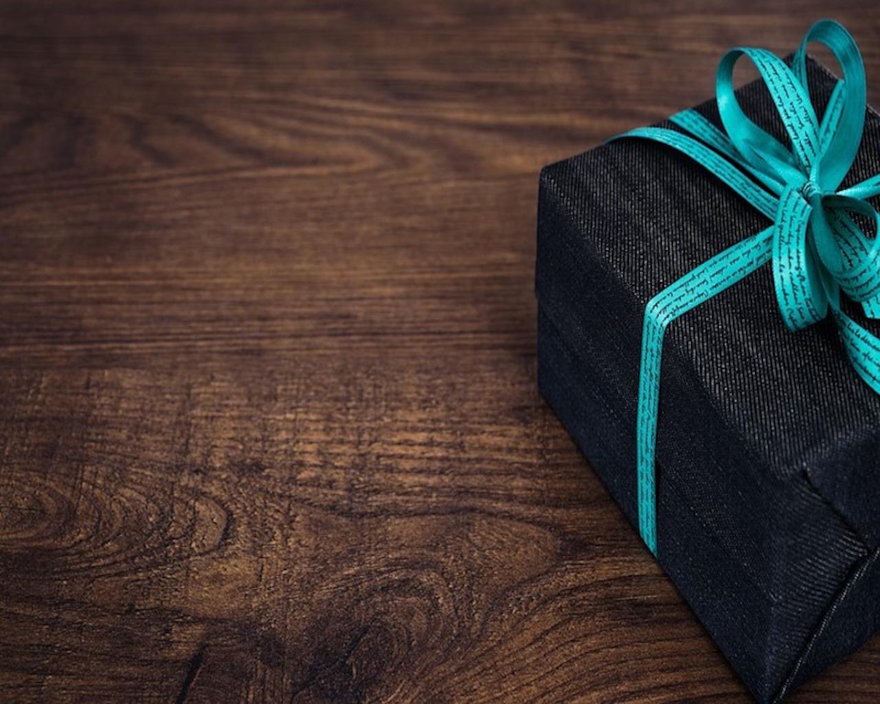offrir un cadeau son partenaire le casse t te r solu. Black Bedroom Furniture Sets. Home Design Ideas